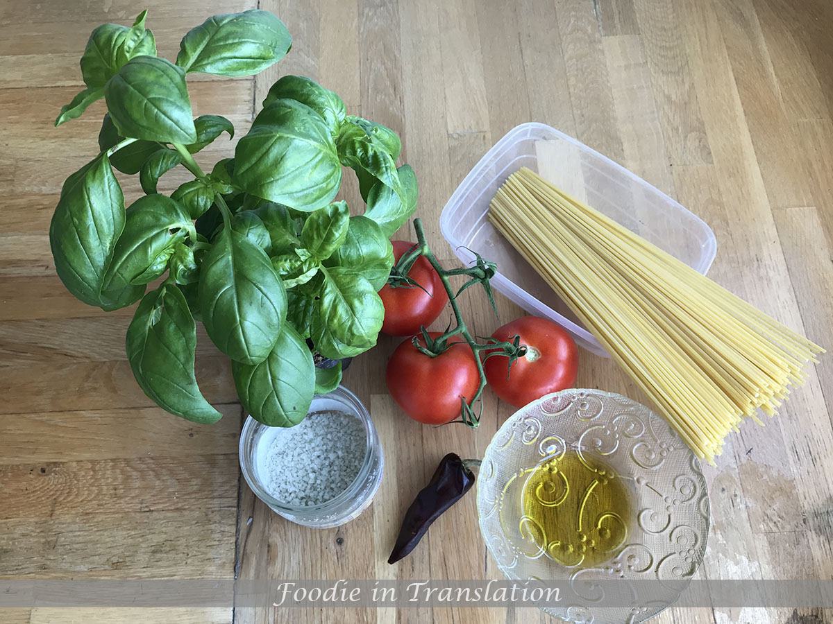 spaghetti with tomatoes and basil step1