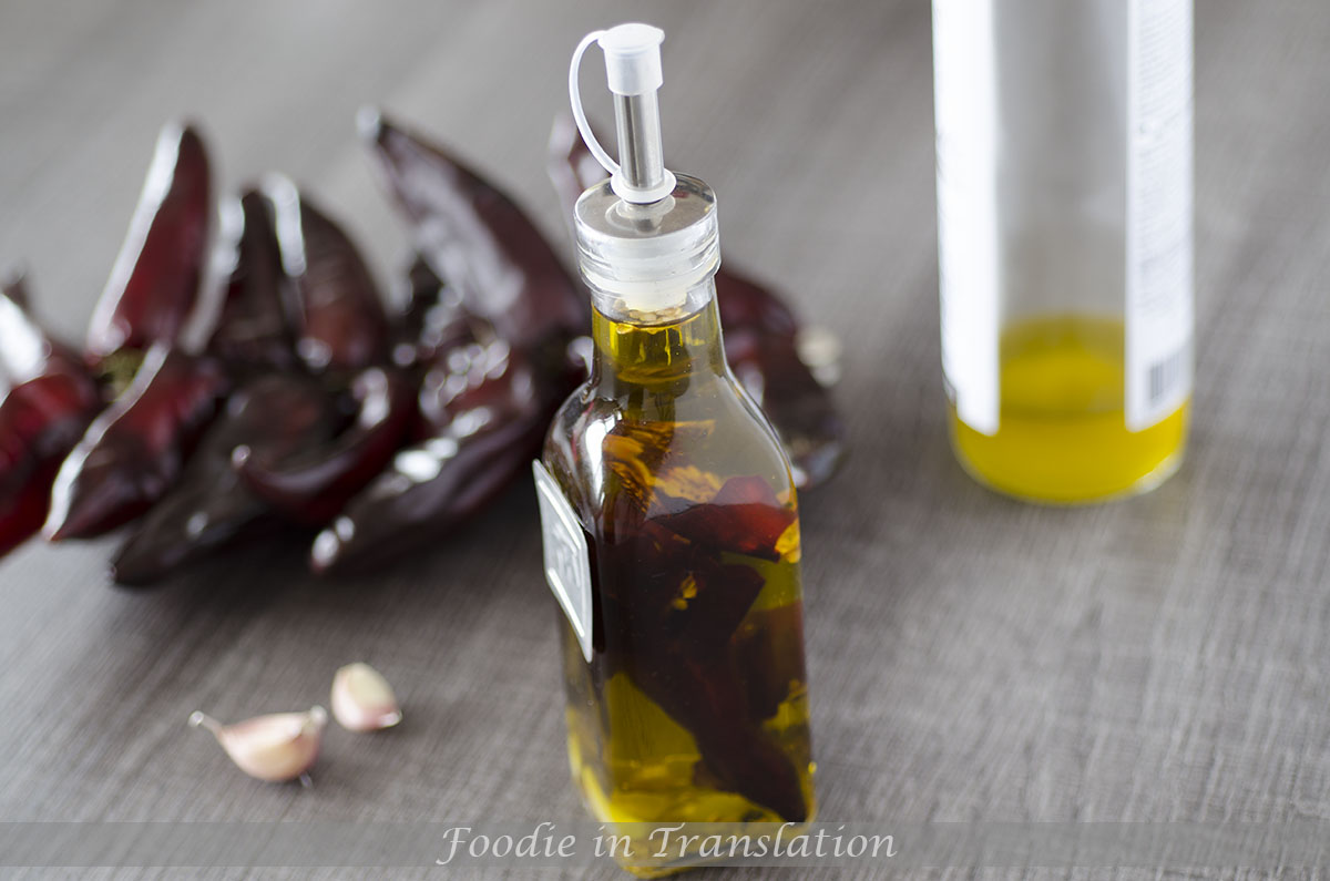 Hot chilli olive oil: give a little extra to your dishes!